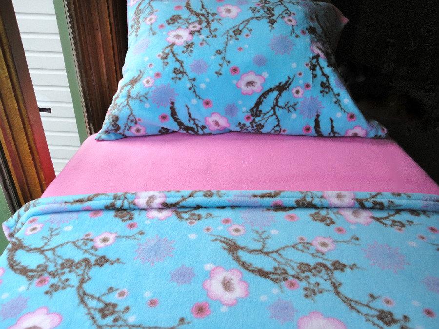 Girls Bed Set   Toddler Fleece Bedding U0027Flowering Cherry Blossomsu0027 For  Girls Fits Crib U0026 Toddler Beds.